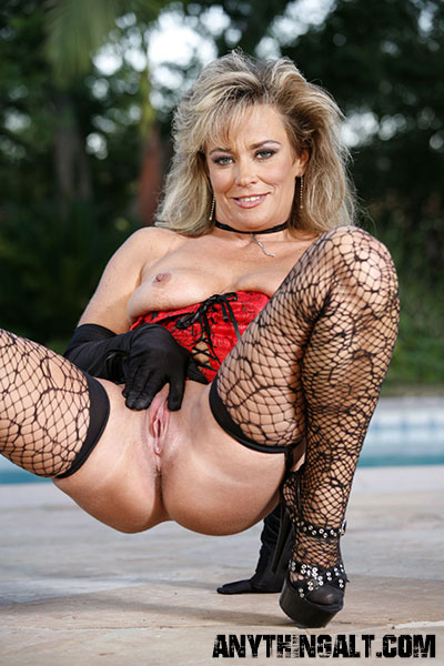 Mature Femdom Wife Suggestive For Attractivemature Femdom Phonesex: www.bondagesex-xxx.com/mature-femdom-wife.html
